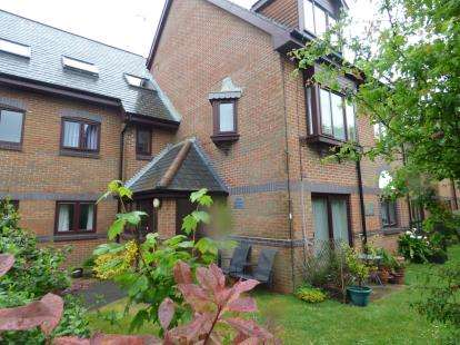 1 Bedroom Retirement Property for sale in 9 Vallis Close, Poole