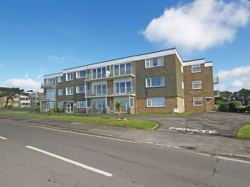 2 Bedrooms Flat for sale in Wharncliffe Road, Highcliffe, Christchurch