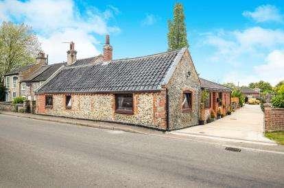 4 Bedrooms Bungalow for sale in Ditchingham, Bungay, Norfolk