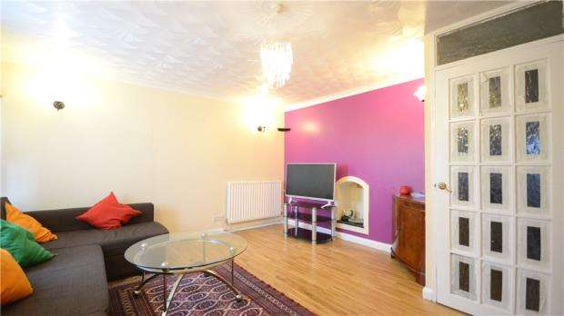 3 Bedrooms Terraced House for sale in Rothwell Walk, Caversham, Reading