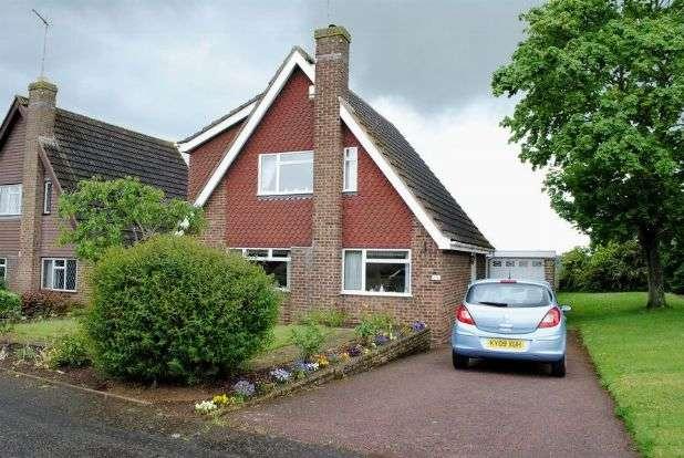 3 Bedrooms Detached House for sale in Sherwood Avenue, Kingsthorpe, Northampton NN2 8TB