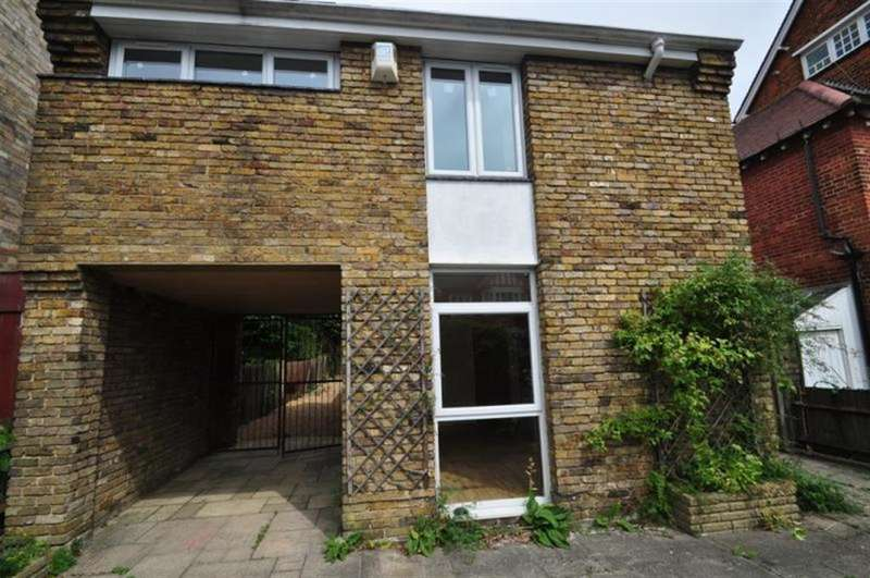 3 Bedrooms Detached House for sale in Shakespeare Road, Hanwell, W7 1LT