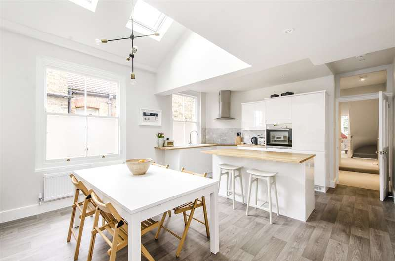 4 Bedrooms Flat for sale in Wix's Lane, London, SW4