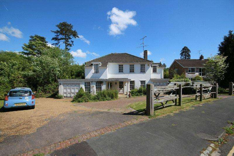 4 Bedrooms Detached House for sale in Sergison Road, Haywards Heath