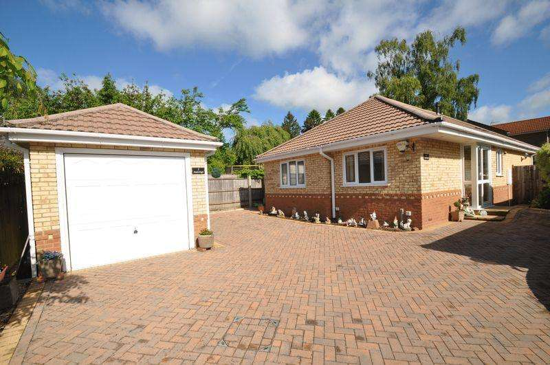 3 Bedrooms Detached Bungalow for sale in Station Road, Verwood