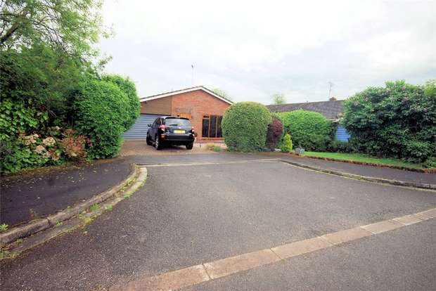 3 Bedrooms Detached Bungalow for sale in Manor Farm Close, Weston Turville, Buckinghamshire