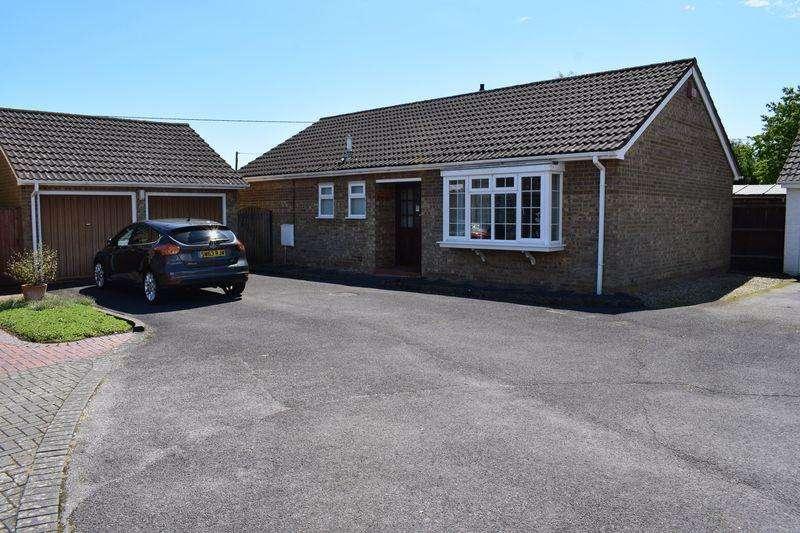 3 Bedrooms Detached Bungalow for sale in Wychwood Drive, Southampton