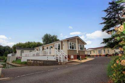2 Bedrooms Bungalow for sale in Millside Marina, Mill Road, Buckden, St. Neots