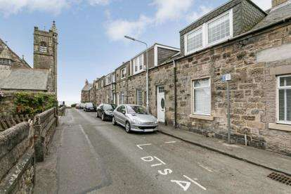 3 Bedrooms Terraced House for sale in James Park, Burntisland