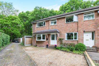 3 Bedrooms Semi Detached House for sale in Lovedean, Waterlooville, Hampshire