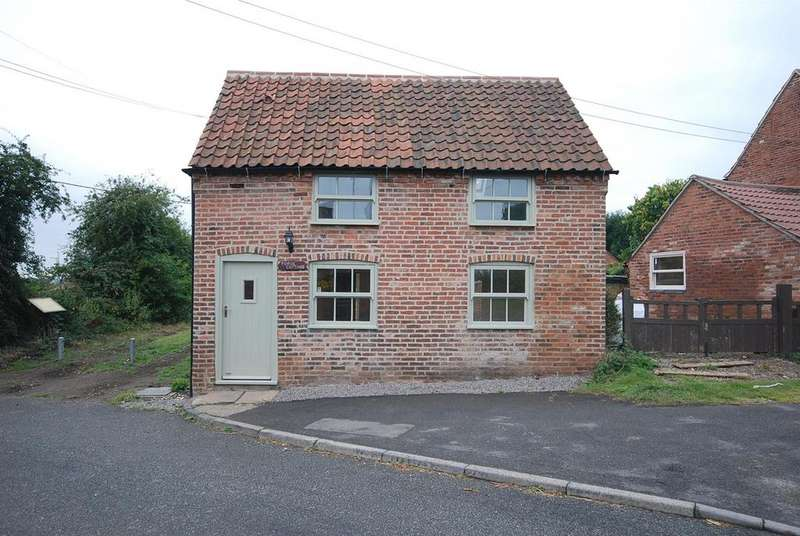 2 Bedrooms Cottage House for sale in Main Street, Upton, Newark