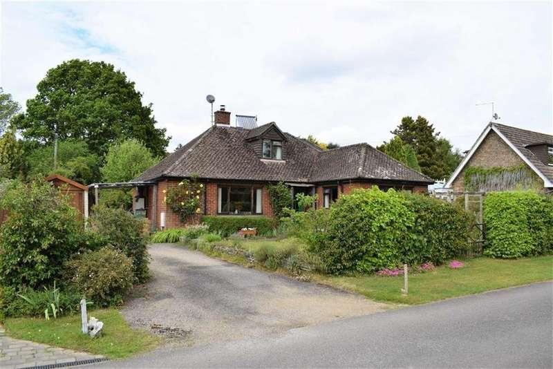 4 Bedrooms Chalet House for sale in Riversmeet, Tilford, Farnham
