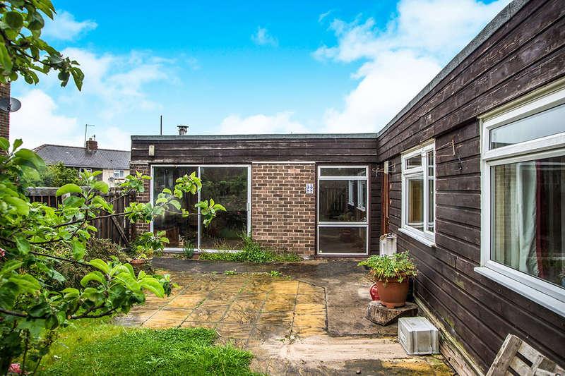 3 Bedrooms Semi Detached Bungalow for sale in Castle Close, Prudhoe, NE42