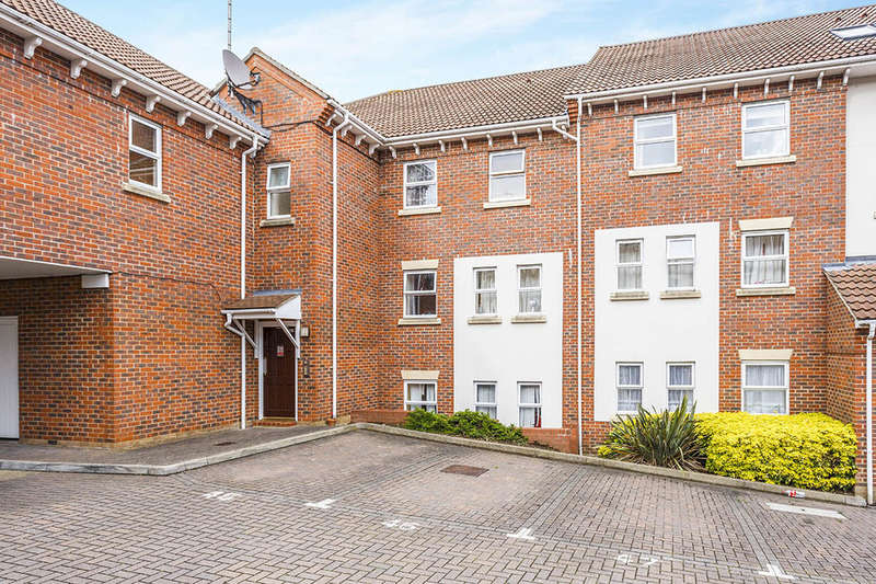 2 Bedrooms Flat for sale in Mary Court, CHATHAM, ME4