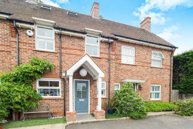 4 Bedrooms Terraced House for sale in Esher, Surrey, .