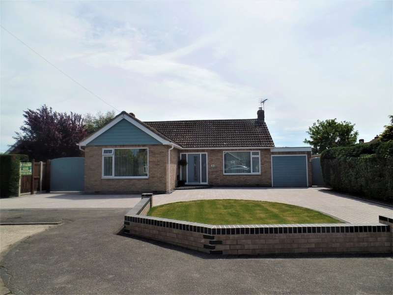 2 Bedrooms Detached Bungalow for sale in Fields Close, Weeley Heath