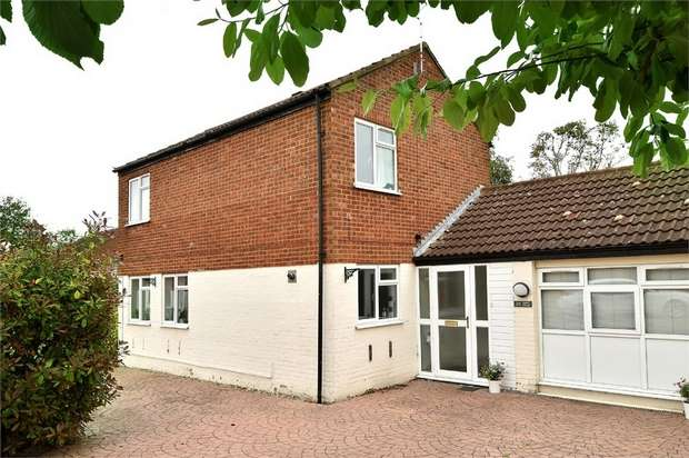 3 Bedrooms Detached House for sale in Granes End, Great Linford, Milton Keynes