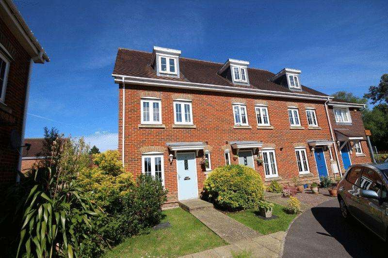 3 Bedrooms House for sale in Wellswood, Haywards Heath
