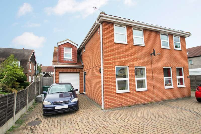 3 Bedrooms Semi Detached House for sale in Staines Road West, Ashford, TW15