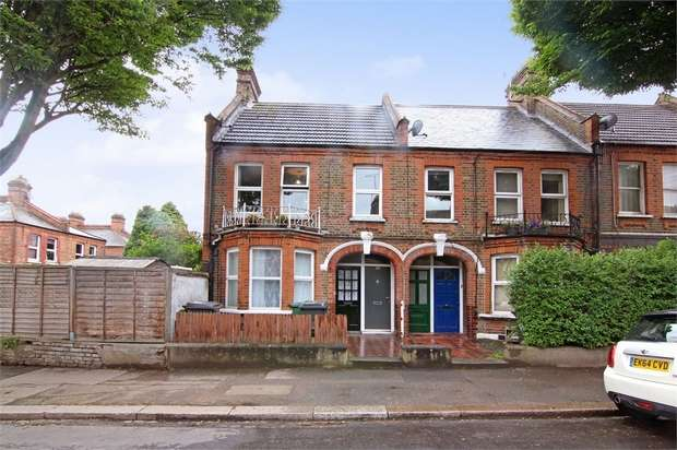2 Bedrooms Flat for sale in Bemsted Road, Walthamstow, London