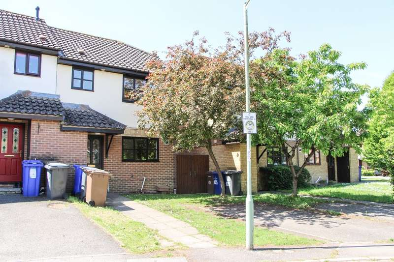 3 Bedrooms Semi Detached House for sale in Barry Lynham Drive, Newmarket