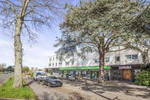 2 Bedrooms Flat for sale in Orchard Way, Croydon, Surrey, Uk