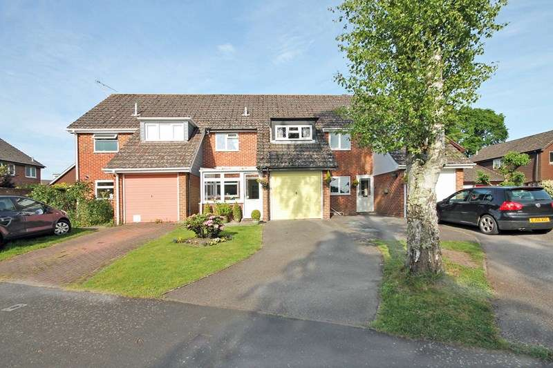 3 Bedrooms Terraced House for sale in Rosehill Drive, Bransgore, Christchurch