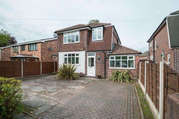 3 Bedrooms Detached House for sale in Park Road, Timperley, Altrincham