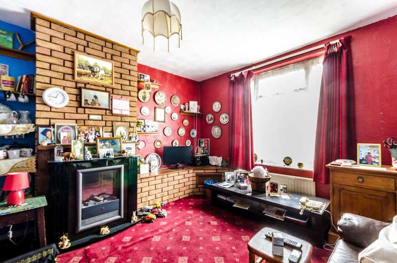 3 Bedrooms Terraced House for sale in Wendling Road, Sutton, SM1