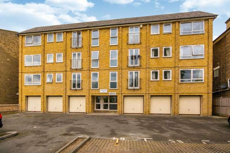 2 Bedrooms Flat for rent in Devonshire Road, Forest Hill, SE23