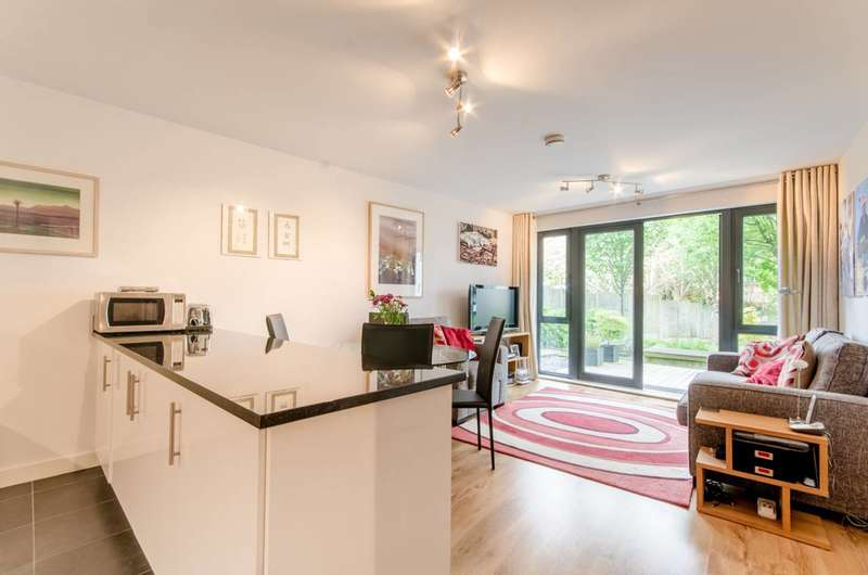 2 Bedrooms Flat for sale in Friern Barnet Road, New Southgate, N11