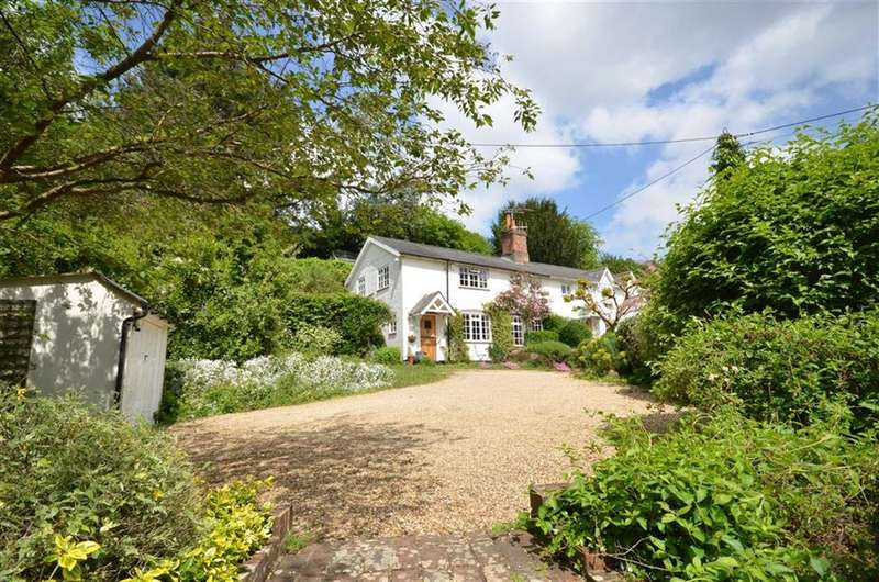 3 Bedrooms Property for sale in Vicarage Hill, Lower Bourne, Farnham