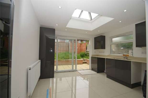 2 Bedrooms Semi Detached House for sale in Langham Gardens, Edgware, HA8, Middlesex