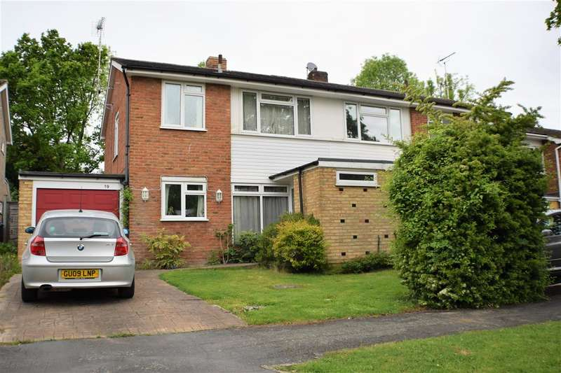 3 Bedrooms Semi Detached House for sale in Woodland Court, Oxted