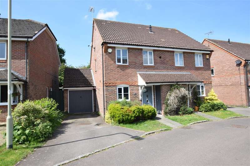 3 Bedrooms Semi Detached House for sale in Woodcock Court, Three Mile Cross, Reading, RG7