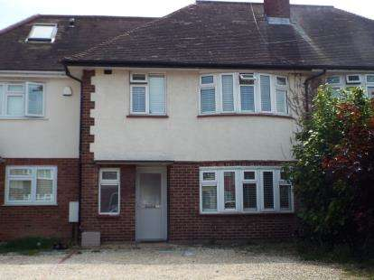 3 Bedrooms Terraced House for sale in Clayhall, Ilford, Essex