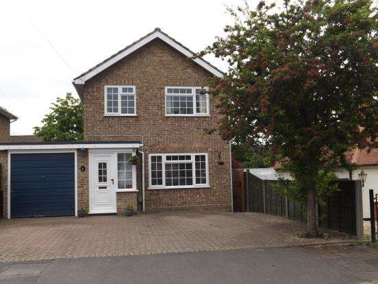 3 Bedrooms Detached House for sale in Fleet, Hampshire