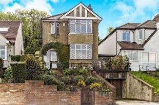 3 Bedrooms Detached House for sale in Valley Road, Kenley, Surrey