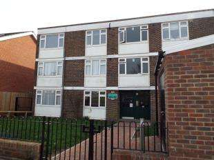 2 Bedrooms Flat for sale in Heathfield Vale, South Croydon, Surrey