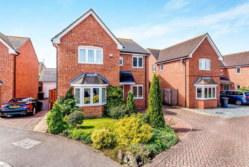 4 Bedrooms Detached House for sale in Strawberry Fields, Great Barford, Bedford, MK44