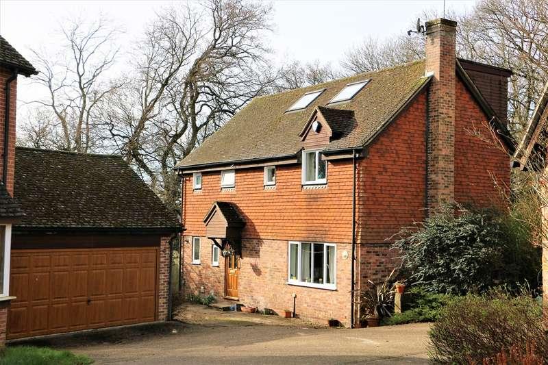5 Bedrooms Detached House for sale in Ivar Gardens, Lychpit, Basingstoke, RG24
