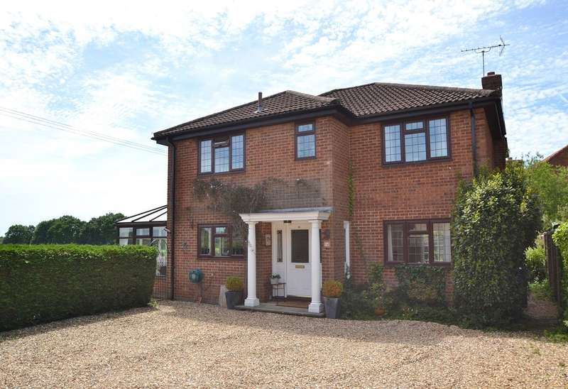4 Bedrooms Detached House for sale in Alderholt