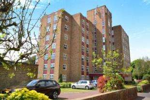 2 Bedrooms Flat for sale in The Moorings, St. Johns Road, Eastbourne, East Sussex