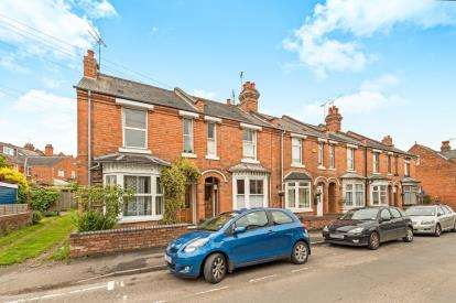 2 Bedrooms Terraced House for sale in Victoria Street, Warwick, .