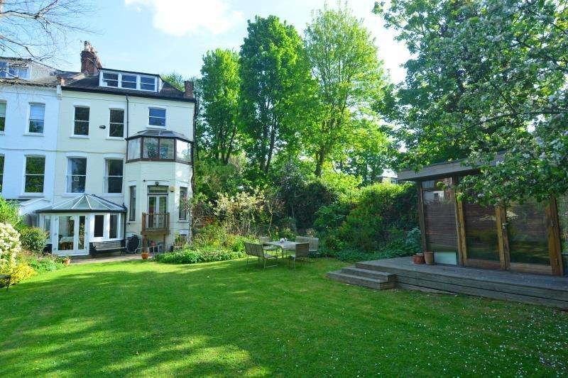 2 Bedrooms Ground Flat for sale in Avenue Road, Highgate N6