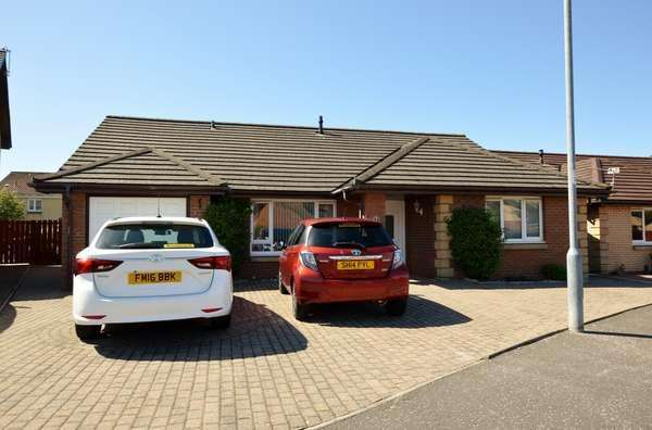 3 Bedrooms Detached Bungalow for sale in 62 Moffat Wynd, Saltcoats, KA21 6GA