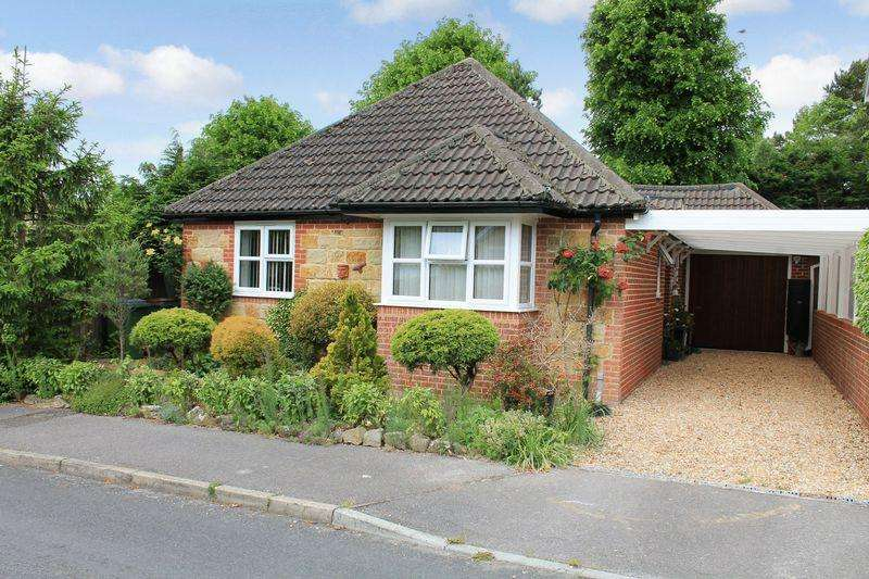 2 Bedrooms Detached Bungalow for sale in Easton Crescent, Billingshurst