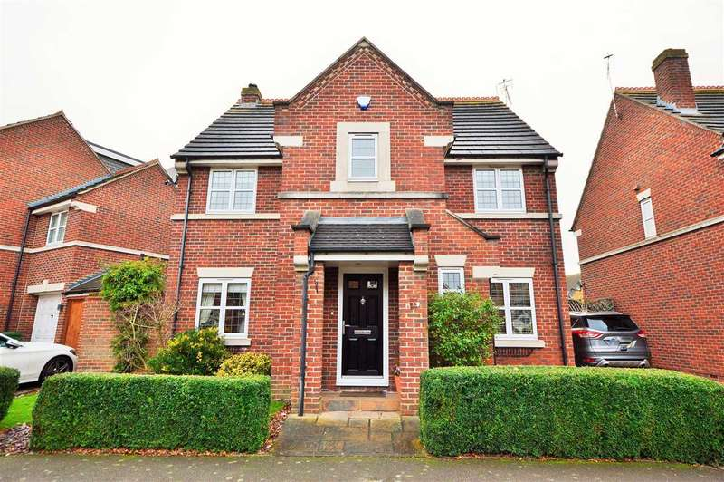 4 Bedrooms Detached House for sale in Murray Way, Wickford