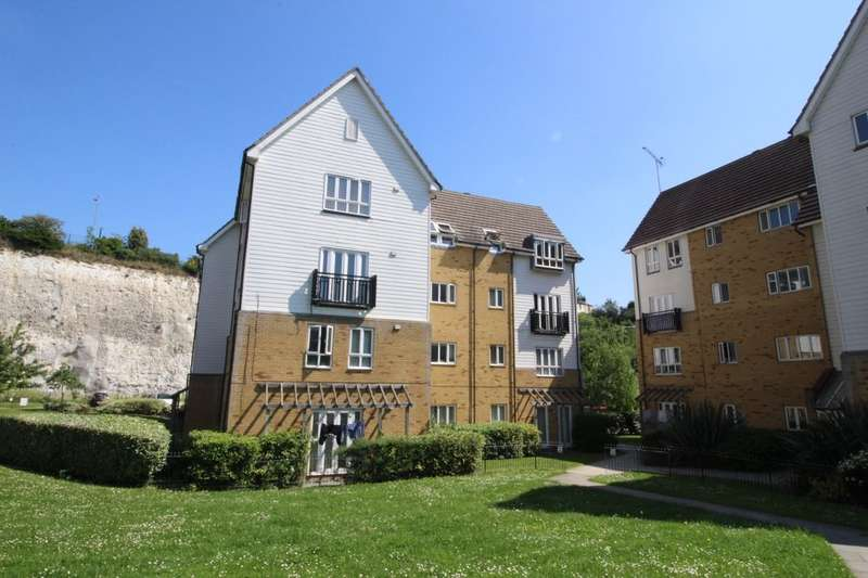 2 Bedrooms Flat for sale in Waterside, Gravesend, DA11