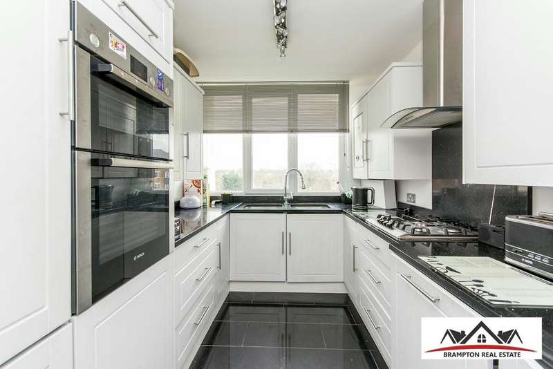 2 Bedrooms Flat for sale in Hendon Hall Court,, Parson St, London NW4